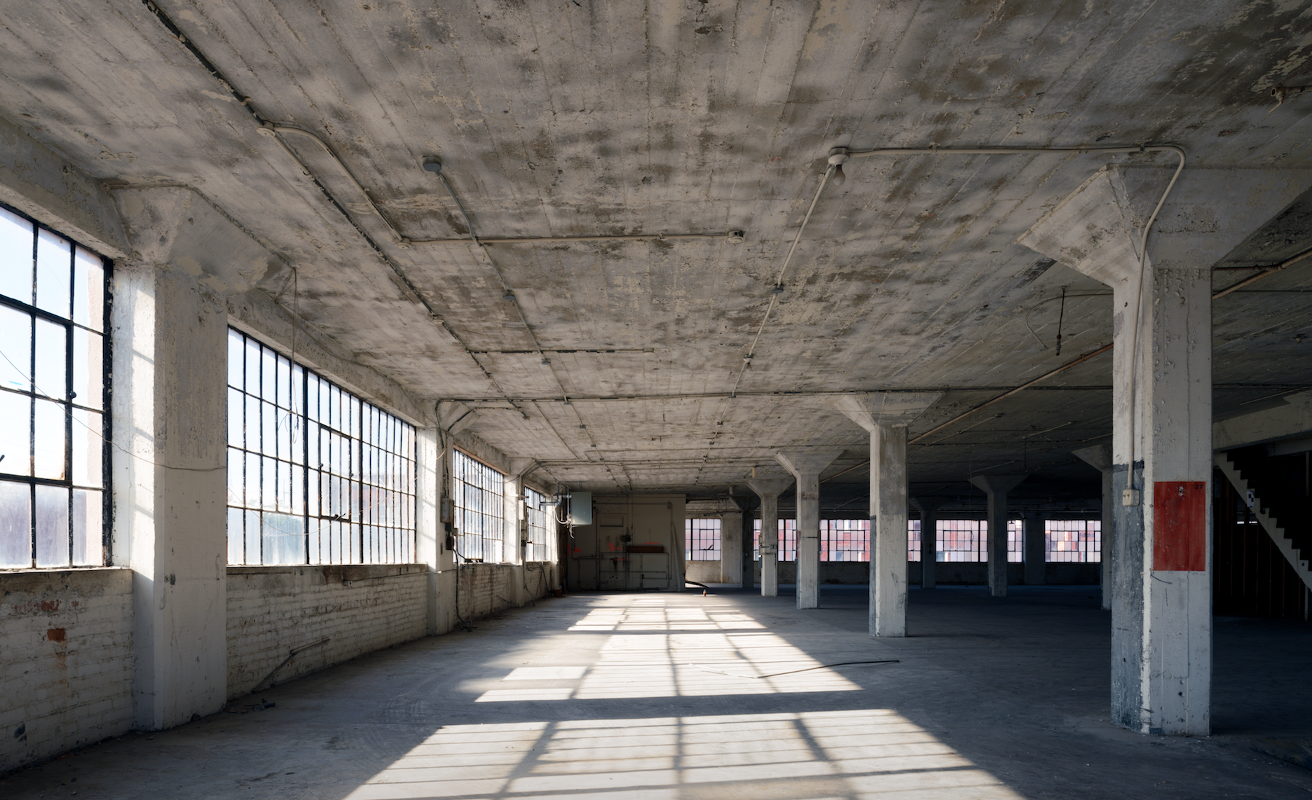 The majority of the 37 000 square foot facility was wide for Raw space architects